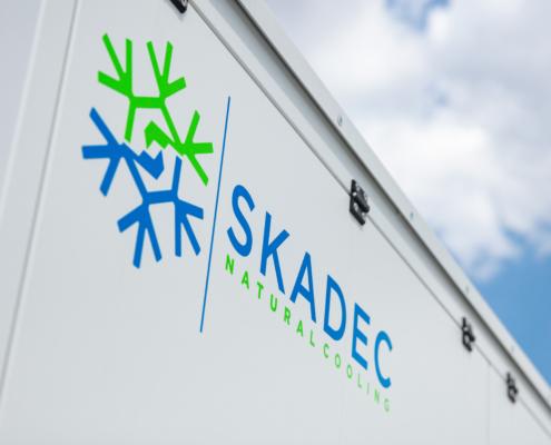 Skadec Logo auf Maschine